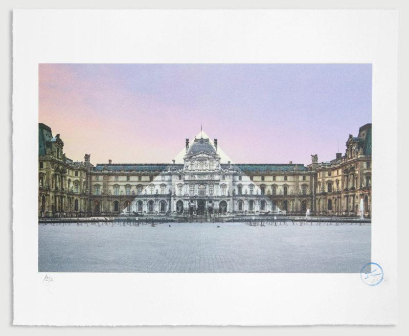 Au Louvre, La Pyramide